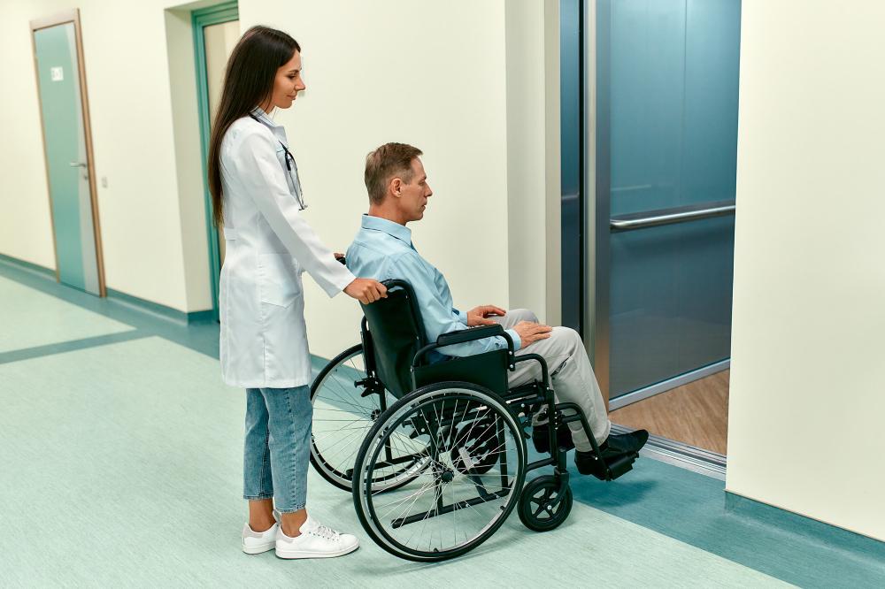 accesibilidad ascensor hospital