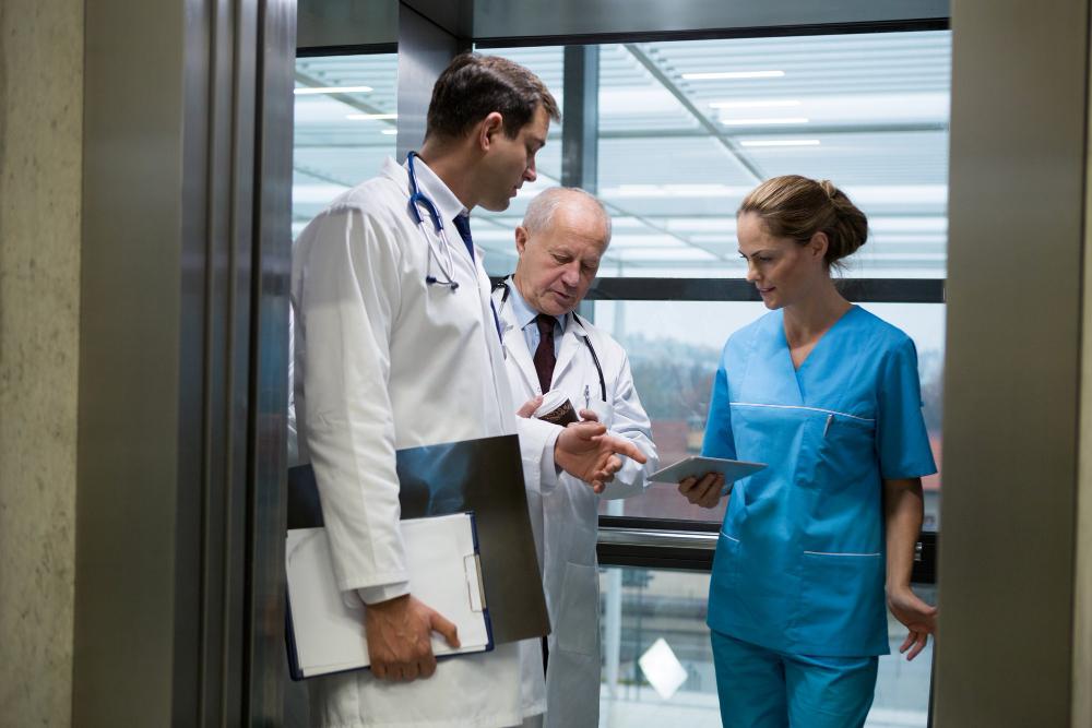 Características y medidas de los ascensores para hospitales